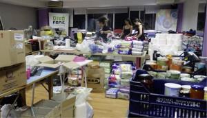 Die Ausgabe von Lebensmitteln, Kleidung und Haushaltsgegenständen