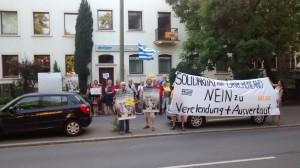 Protestaktion der Griechenlandsolidarität Osnabrück und ihrer UnterstützerInnen im Sommer 2015 während der Finanzkrise
