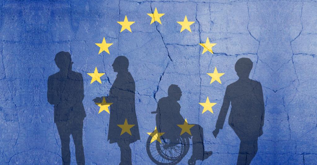 Bildmontage mit den Schatten von Dijssekbloem, Varoufakis, Schäuble und Lagarde vor zerbröselnder Europaflagge